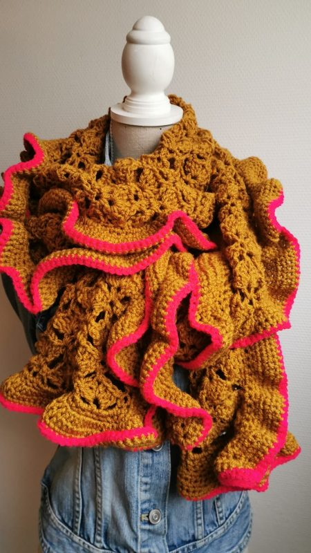 Ik pak de draad weer op. Een nieuw gratis sjaal-haakpatroon